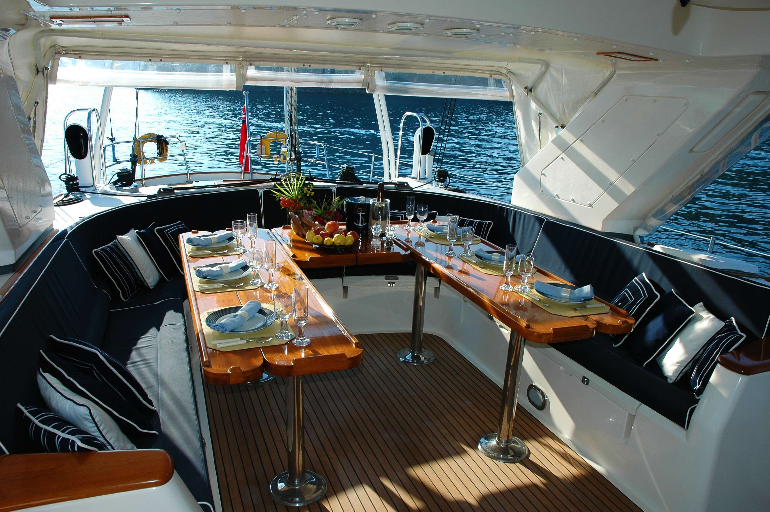 5 reasons to host a party on a boat